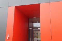 czerwone_plyty_trespa_phl_elewacja_wentylowana_montaz_firma_cena_warszawa